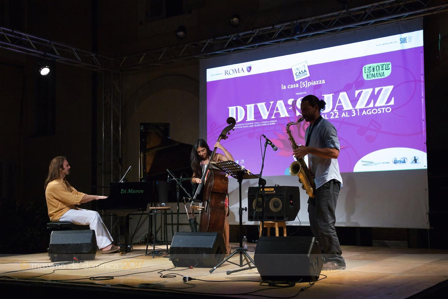 Trioness-live-diva