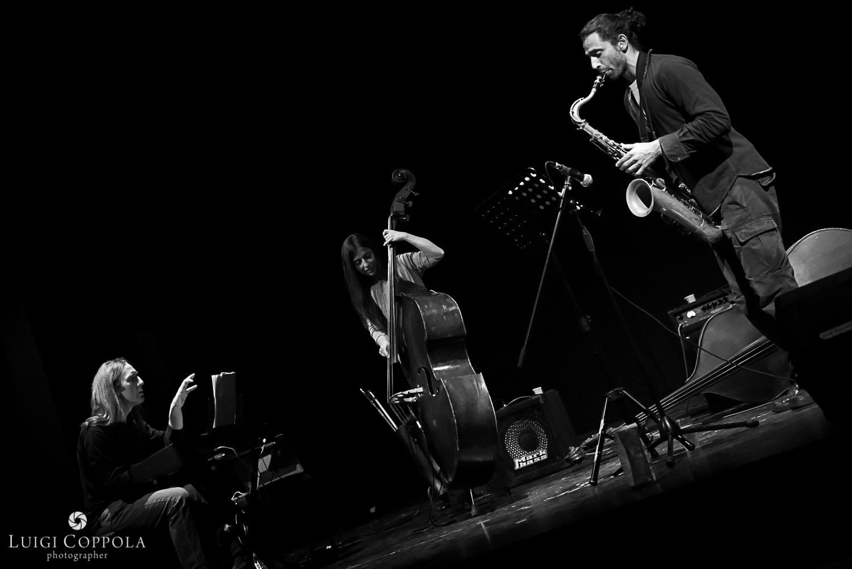 Trioness-live-trio