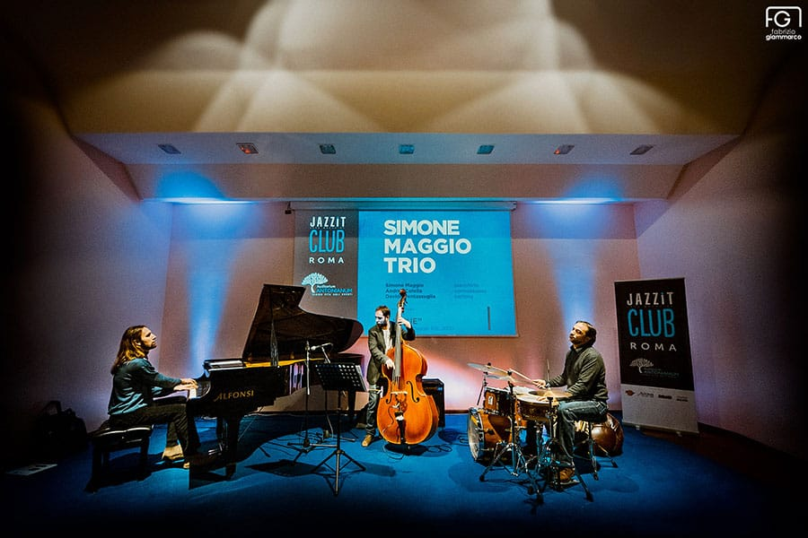 Jazz-IT-club-in-trio